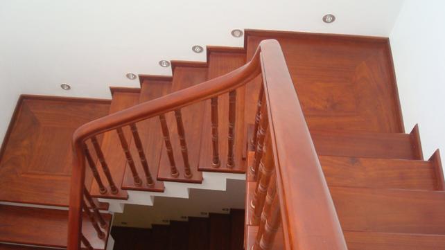 Thi công cầu thang gỗ tại đà nẵng